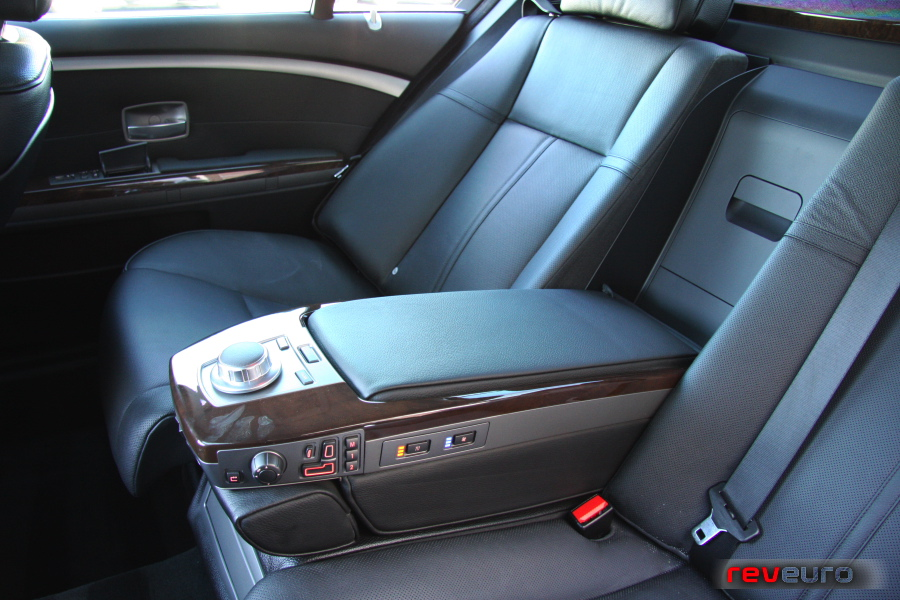 Limousine & Sedan Fleet for Rent in Westland Michigan - bmw-interior-20057series-5
